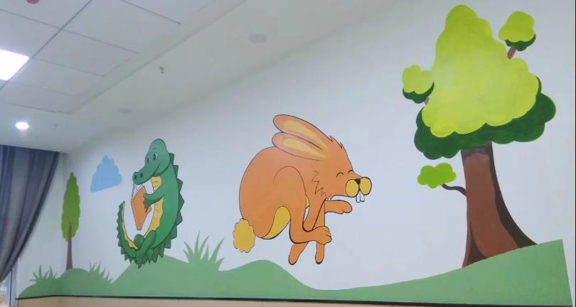 儿童房现在有很多的人喜欢用墙体彩绘